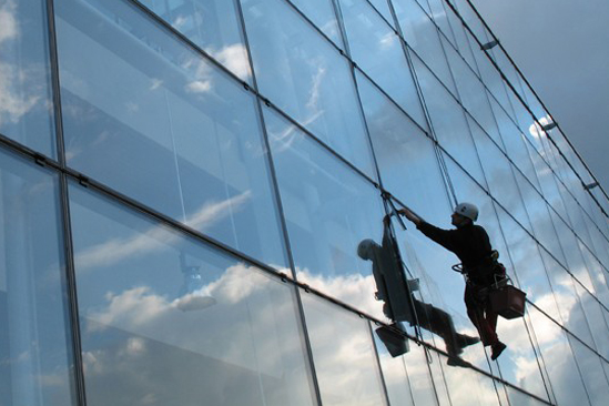 HIGH RISE WINDOW CLEANING & FACADE WASHING